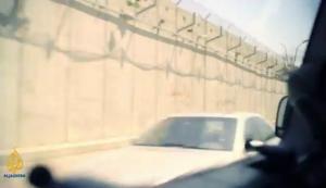 Dibelakang tembok jahanam ini lah Istana nya Munib al-Masri