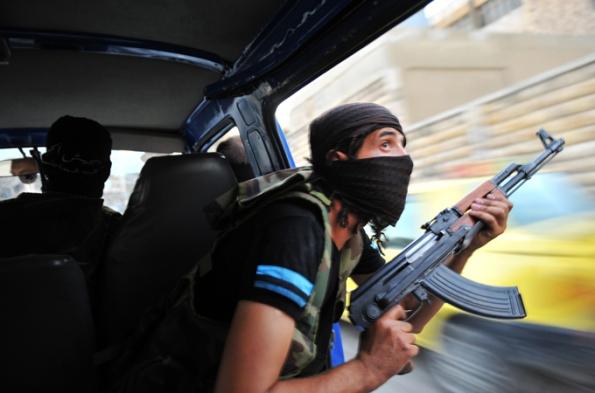 Para pejuang mencari dan memburu Snipers di bandar Aleepo yang di tadbir Syria, meresahkan orang ramai kerana jet akan melepaskan bomb di kawasan yang di syaki ada PAra pejuang, menyusahkan kerja harian para penduduk