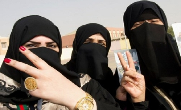 Kami cat kaku kami,,cantik tak, ? yes dan ia adalah halal, boleh bawak sembahyang,,