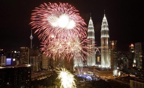 Malaysia telah diberi nilai Islam mesra destinasi percutian terbaik dunia. Gambar adalah mercu tanda Menara Berkembar Petronas, popular dengan pelancong. (Reuters)