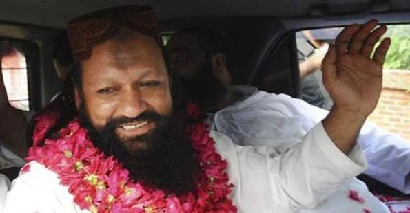 Malik Ishaq founder Lashkar-i-Jhangvi yang di hormati, di takuti pegawai2 kerajaan pakistan di tahan secara terhormat di  rumah nya di Rahim Yar Khan , tiada tuduhan di kenakan keatasnya tetapi ditahan di bawah MPO selama sebulan (ala ISA)