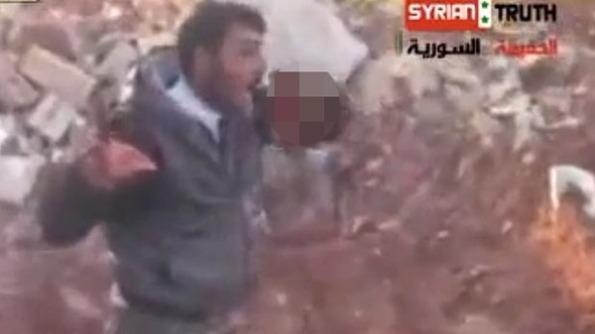 Kerana geram melampau, Dia memotong dan memakan daging askar seorang Syria yang mati