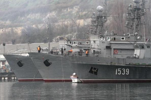 Kapal tentera Rusia berlabuh di pangkalan tentera laut di Laut Hitam Ukraine