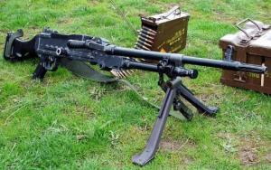 Senjata berat yang di punyai dan ingin membeli dengan lebih banyak, mampu menumbangkan APV