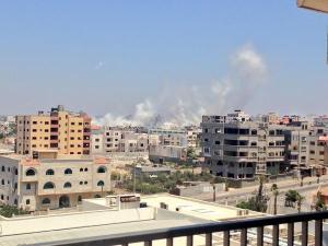 Asap putih menyelubungi sebahagian Gaza city, Belum pernah terjadi adakah ia bomb asap? klik utk besarkan