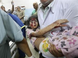 Khan Younis di bom , seorang kanak kanak cedera, cool sahajaa budak ni.