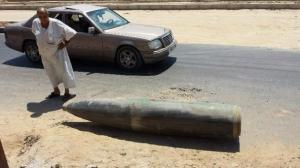 lihat betapa besarnya bomb yang tidak meletop ini,, bukan 120mm dan bkn 150mm, bom sebesar ini mampu meruntuhkan banggunan 5 tingkat