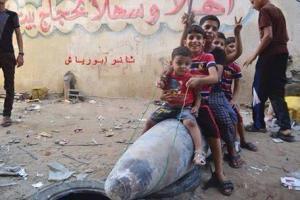 Kanak kanak Gadza bermain donkey atas bom yang tidak meletop