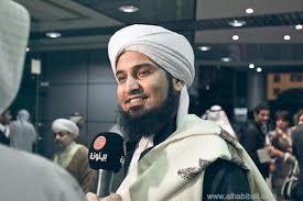 Senyuman indahmu Habib Ali Zainal Abidin bin Abdurrahman Al-Jufri