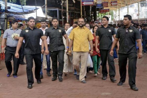 Pankaj Parakh berharap pakaian mahal beliau, diperbuat daripada emas tulen 18 hingga 22 karat , akan memasukkan dia ke dalam Guinness Book of World Records.