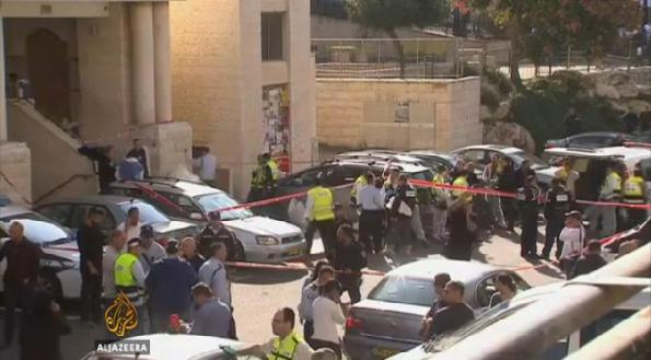 4 Lelaki yahudi dibunuh di sini apabila dua orang rakyat palestin berjaya menyusup masuk kedalam kuil ibadat yahudi di Baitul Muqaddis