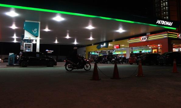 Petrol_pump_shah_alam4__291014_TMIZHAFRI_04