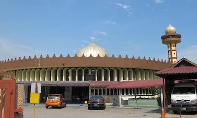 Masjid ini telah dirasmikan oleh Almarhum Sultan Salahuddin Abdul Aziz Shah Al-Haj ibni Almarhum Hisamuddin Alam Shah Al-Haj pada 25hb Februari 1977.