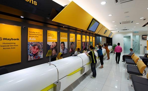 Pada Jumaat, ringgit susut kepada 3,7660 / 7690 berbanding dolar AS daripada 3,7430 / 7460 , Dolar singapura terus kukuh
