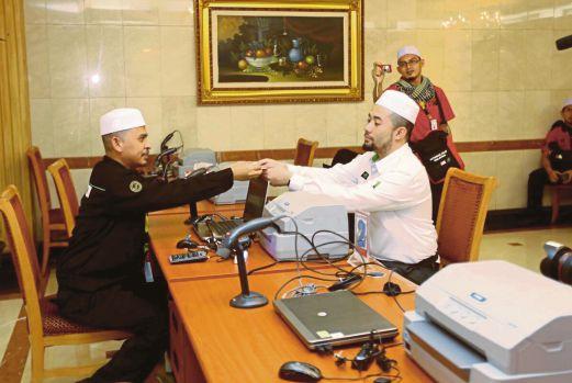 KUALA LUMPUR 14 AUGUST 2015. Kemudahan dan juga persiapan kakitangan didalam bilik operasi Tabung Haji di Madinah. NSTP/Email.