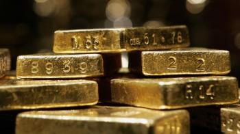Emas turun lagi dan USd kukuh menambahkan lagi harga emas menjunam, 5 tahun lepas adalah harga cantik untuk beli emas atau menjual emas,