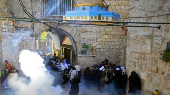 Palestinians run from teargas during clashes in the Old City, Jerusalem, Monday Oct. 13, 2014. Israeli police clashed with young Palestinian protesters on Monday demonstrating against Jews visiting the Al-Aqsa Mosque compound, Islam's third holiest site, a spokeswoman said. (AP Photo/Mahmoud Illean)